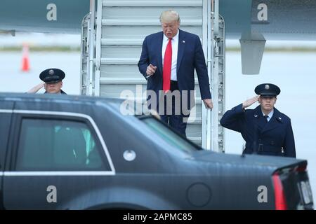 Miami, United States Of America. 23rd Jan, 2020. MIAMI, FL - JANUARY 23: US President Donald Trump arrives on Air Force One. He was greeted by commissioner Esteban 'Steve' Bovo, commissioner Jose 'Pepe' Diaz, And Mayor, Tom‡s Pedro Regalado all of Miami in the rain at Miami International Airport on January 23, 2020 in West Palm Beach, Florida. People: President Donald Trump Credit: Storms Media Group/Alamy Live News - Stock Photo