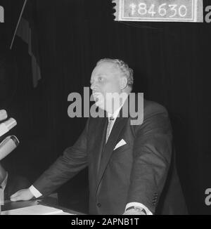 Extraordinary general meeting of Dutch-German Chamber of Commerce on the occasion of the sixtieth anniversary  German Minister of Economy and Technology Kurt Schmücker during a speech Date: 18 November 1965 Keywords: international relations, anniversaries, speeches, meetings Personal name: Schmückler, Kurt Institution name: Chamber of Commerce