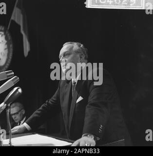 Extraordinary general meeting of Dutch-German Chamber of Commerce on the occasion of the sixtieth anniversary  German Minister of Economy and Technology K. Schmückler during a speech Date: 18 November 1965 Keywords: international relations, anniversaries, speeches, meetings Personal name: Schmückler, Kurt Institution name: Chamber of Commerce