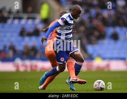 Madejski Stadium, Reading, Berkshire, UK. 25th January 2020; Madejski Stadium, Reading, Berkshire, England; English FA Cup Football, Reading versus Cardiff City; Souleymane Bamba of Cardiff City competes for the ball with Sone Aluko of Reading - Strictly Editorial Use Only. No use with unauthorized audio, video, data, fixture lists, club/league logos or 'live' services. Online in-match use limited to 120 images, no video emulation. No use in betting, games or single club/league/player publications - Stock Photo