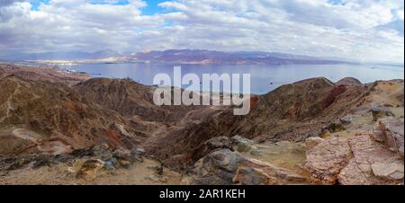 Panoramic view of Mount Tzfahot and the gulf of Aqaba. Eilat Mountains, southern Israel and Jordan - Stock Photo