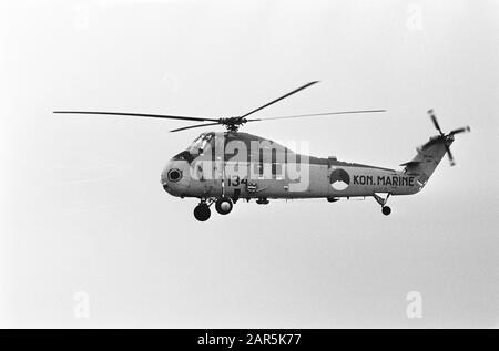 Joy flight 2 dead, the work at Katwijk Date: 23 January 1965 Location: Katwijk Keywords: storerooms, helicopters - Stock Photo