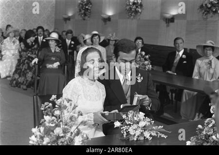 Marriage Princess Christina and Jorge Guillermo; the conclusion of the civil marriage in the town hall of Baarn  Princess Christina and Jorge Guillermo at the conclusion of the civil marriage Date: 28 June 1975 Location: Baarn, Utrecht (prov.) Keywords: marriages, princesses, town halls Personal name: Christina, princess, Guillermo, Jorge - Stock Photo