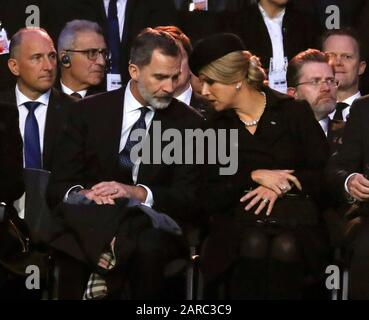 Oswiecim, Poland. 27th Jan, 2020. (L-R) Spain's King Felipe VI and Queen Maxima of the Netherlands attend the main commemoration ceremony at former Auschwitz II-Birkenau camp during ceremonies marking the 75th anniversary of the liberation of the former Nazi-German concentration and extermination camp KL Auschwitz-Birkenau, in Oswiecim, Poland, 27 January 2020. Credit: EFE News Agency/Alamy Live News Stock Photo