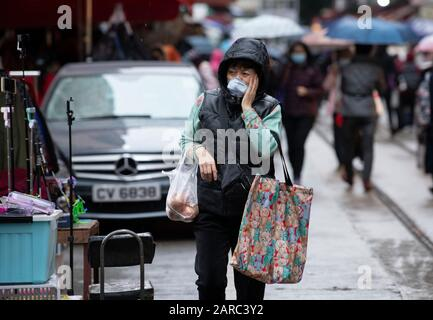 Hong Kong, China. 27th Jan, 2020. North Point Markets are open during Lunar New Year with many taking advise to wear surgical masks against the novel CoronaVirus from China. Others ignore warnings despite on of the local cases involving a North Point man.Shoppers at the market wear masks. Alamy Stock Image/Jayne Russell Credit: Jayne Russell/Alamy Live News - Stock Photo