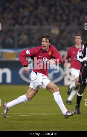 Turin Italy ,12 March  2003, 'Delle Alpi' Stadium, UEFA Champions League 2002/2003, FC Juventus- FC Manchester United: Van Nistelrooy in action during the match - Stock Photo