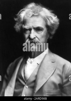 Vintage portrait photo of American writer and humourist Samuel Langhorne Clemens (1835 – 1910), better known by his pen name of Mark Twain. Photo circa 1907. - Stock Photo