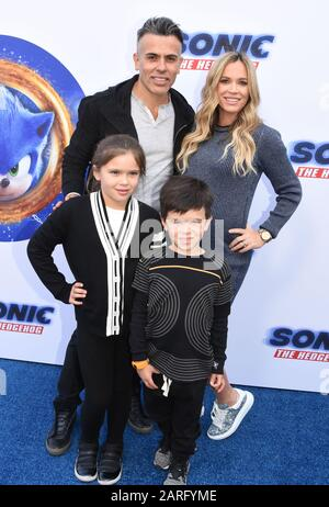 Los Angeles, California, USA 25th January 2020 Edwin Arroywave, wife Reality Television personality Teddi Jo Mellencamp and daughter Slate Arroyave and son Cruz Arroyave attend Paramount Pictures 'Sonic The Hedgehog' Family Day Event on January 25, 2020 at Paramount Studios in Los Angeles, California, USA. Photo by Barry King/Alamy Stock Photo - Stock Photo