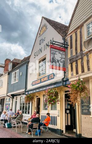 People sitting outside The Sun Inn in Faversham. - Stock Photo