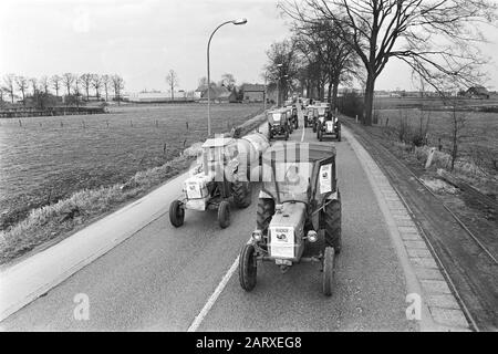 Demonstration of Belgian farmers with tractors on the road of the Netherlands  Tractors during the action Date: 19 March 1971 Location: Belgium Keywords: demonstrations, farmers, tractors - Stock Photo