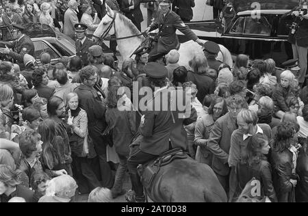 Marriage princess Christina and Jorge Guillermo; the conclusion of the church marriage in the Domkerk in Utrecht  Bush at the car of the newlyweds Princess Christina and Jorge Guillermo Date: 28 June 1975 Location: Utrecht (prov.), Utrecht (city) Keywords: cars, marriages, horses, police officers Institution name: Domkerk - Stock Photo