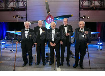 File photo dated 17/9/2015 of Wing Commander Paul Farnes (second right), a Battle of Britain veteran who has died aged 101, posing for a photo with Flying Officer Ken Wilkinson (left), pilot Geoffrey Wellum, Squadron Leader Tony Pickering (centre) and Spitfire fitter Sergeant Stan Hartill (right) at RAF Northolt during the RAF Benevolent Fund's commemorative dinner to mark the 75th anniversary of the battle. - Stock Photo