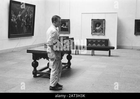 Hundred years Frans Hals museum in Haarlem, painters me sign NAT Date: June 14, 1962 Location: Haarlem Keywords: PLAINDERS Personname: Frans Hals museum - Stock Photo
