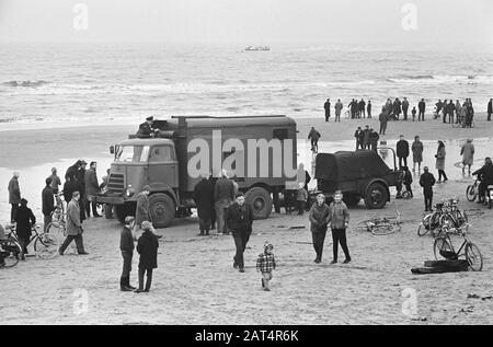 Joy flight 2 dead, work at Katwijk Date: 23 January 1965 Location: Katwijk Keywords: cars, storage rooms, help, beaches - Stock Photo