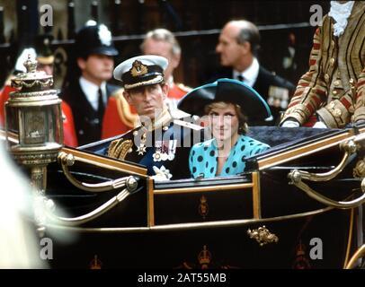 The wedding of TRH Duke & Duchess of York - HRH Prince Andrew & Sarah Ferguson. TRH Prince and Princess of Wales leave Westminster Abbey, London, Engl - Stock Photo