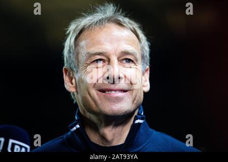 firo: 31.01.2020, Fuvuball, 1.Bundesliga, season 2019/2020, Hertha BSC Berlin - FC Schalke 04 coach Jvºrgen Klinsmann (Hertha BSC Berlin) Portrait laughsd, laughs.   usage worldwide - Stock Photo