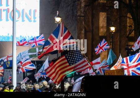 Parliament Square, London, UK. 31st January 2020. Crowds at the Leave Means Leave Brexit Celebration opposite the Houses of Parliament to mark the UK leaving the EU at 11.00pm. Credit: Malcolm Park/Alamy. - Stock Photo