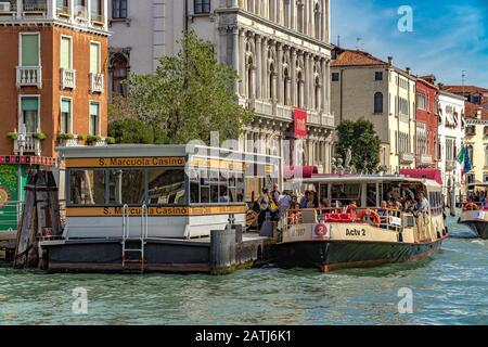 Passengers disembarking a Route No2 Vaporetto or water bus service at S. Marcuola Casino Vaporetto stop ,Venice,Italy - Stock Photo