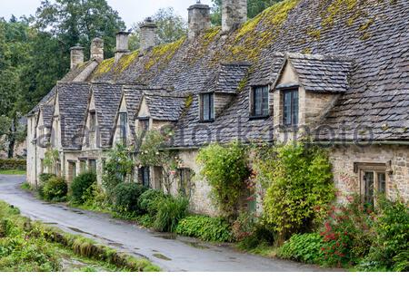 Row of cottage homes - Arlington Row, originally wool storage and then weavers homes in Bibury, Gloucestershire, England, UK - Stock Photo
