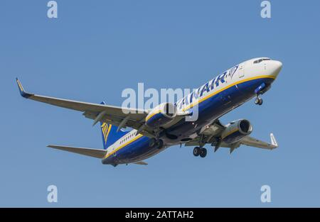 Ryanair Boeing 737 Aircraft on approach to Birmingham Airport - Stock Photo