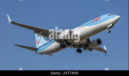 TUI Thompsons Boeing 737 Aircraft on approach to Birmingham Airport - Stock Photo