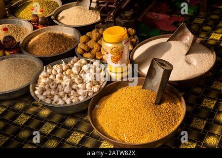 India, Rajasthan, Shekhawati, Ramgarh, garlic, millet and sugar for sale on main street food stall