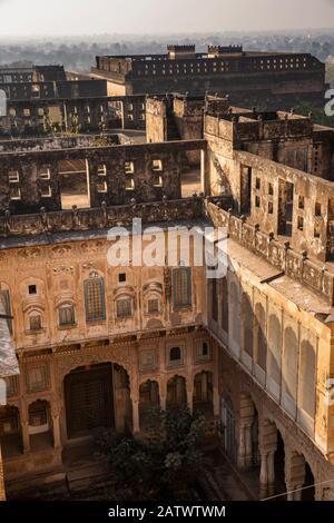 India, Rajasthan, Shekhawati, Dundlod, elevated view of town from Tunanram Goenka (seth rus Das) Haveli, - Stock Photo
