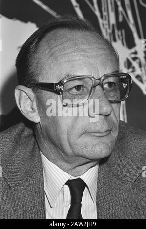 Book Save the earth presented in the perspective of the World Conservation Strategy and Van Dijk Minister of Development offered  Alert for unsec. Jan Hugo Westermann (1907-1981) Date: September 17, 1981 Keywords: books, environmental, portraits Person Name: Nijhoff, Peter - Stock Photo