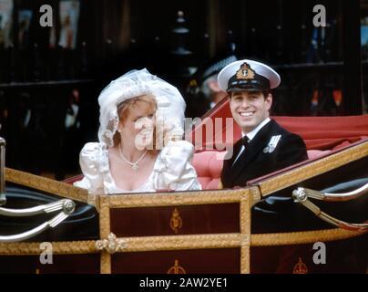 TRH Duke & Duchess of York - HRH Prince Andrew & Sarah Ferguson leave Westminster Abbey on their wedding day, London, England July1986 - Stock Photo