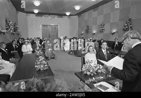 Wedding Princess Christina and Jorge Guillermo; the conclusion of the civil marriage at the city hall of Baarn  Princess Christina and Jorge Guillermo at the conclusion of civil marriage Date: June 28, 1975 Location: Baarn, Utrecht (prov.) Keywords: weddings, princesses, town halls Person Name: Christina, princess, Guillermo Jorge - Stock Photo
