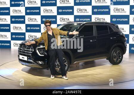 Noida, Uttar Pradesh, India. 6th Feb, 2020. Indian Bollywood actor Shah Rukh Khan poses next to the newly launched Hyundai Creta SUV at the Auto Expo 2020 at Greater Noida. Credit: Ganesh Chandra/SOPA Images/ZUMA Wire/Alamy Live News - Stock Photo