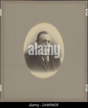Deli Company: Group portraits and portraits description: Portrait of P. Kolff (1856-1906) (Head Administrator of the Deli Maatschappij) - Stock Photo