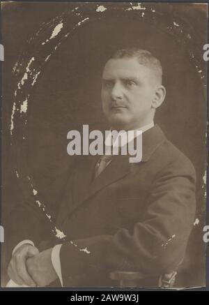 Deli Company: Group portraits and portraits description: Portrait of W.H. of Tyen (1911/1916) Person Name: Tyen, W.H. of - Stock Photo