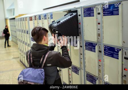 Berlin, Germany. 04th Feb, 2020. A traveller stows his suitcase in a locker at Alexanderplatz station. Credit: Gregor Fischer/dpa/Alamy Live News - Stock Photo