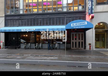 Blue Smoke, 116 E 27th Street, New York, NY. exterior storefront of a BBQ and jazz club restaurant in the Kips Bay neighborhood of Manhattan - Stock Photo