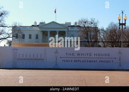Washington, DC, USA. 9th Feb, 2020. Construction continues to take place on the north section of the new, higher, White House fence. The National Park Service and United States Secret Service have been ''working hand-in-hand since 2014'' on the development and construction of this fence. More information can be found at http://go.nps.gov/whitehousefence online. Credit: Evan Golub/ZUMA Wire/Alamy Live News - Stock Photo