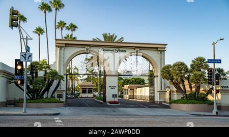 Los Angeles - september 5, 2019: The main gate to Paramount Pictures from Melrose Avenue - Stock Photo