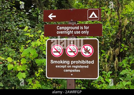 A campground is for overnight use only sign - Stock Photo