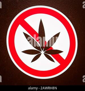 A no marijuana allowed sign on a brown background - Stock Photo