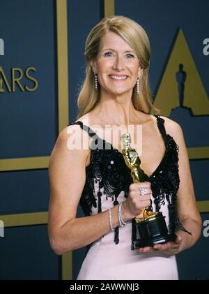 Los Angeles, USA. 9th Feb, 2020. Laura Dern, winner of Best Actress in a Supporting Role for 'Marriage Story', poses in the press room during 92nd Annual Academy Awards at Hollywood and Highland on February 09, 2020 in Hollywood, California. Credit: Tsuni/USA/Alamy Live News - Stock Photo