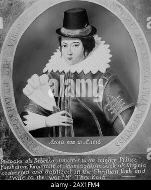 1616 , GREAT BRITAIN : Pocahontas (  1595 ca - 1617  ) as  Mrs. John Rolfe , copy by painter by William Sheppard , from original  portrait painting done in London , England , 1616 .  Pocahontas (born Matoaka, and later known as Rebecca Rolfe, c. 1595  March 1617) was a Virginia Indian . In an historical anecdote, she is said to have saved the life of an Indian captive, Englishman John Smith, in 1607 by placing her head upon his own when her father raised his war club to execute him .-  POCAHONTAS - Princess Powhatani - Epopea del Selvaggio WEST - NATIVE AMERICANS - INDIANO D' AMERICA - Indiani