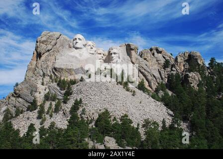 2000 ca ,  Mount Rushmore near Keystone , South Dakota , USA  : Gutzon Borglum 's sculpture of Mount  Rushmore Memorial -- George Washington, Thomas Jefferson, Roosevelt  & Lincoln . The U.S.A. President ABRAHAM LINCOLN (  1809 - 1865 ).  The Mount Rushmore National Memorial is a sculpture carved into the granite face of Mount Rushmore near Keystone, South Dakota, in the United States. Sculpted by Danish-American Gutzon Borglum and his son , Lincoln Borglum , Mount Rushmore features 60-foot ( 18 m ) sculptures of the heads of four United States presidents . Photo by Carol M. Highsmith - Stati - Stock Photo