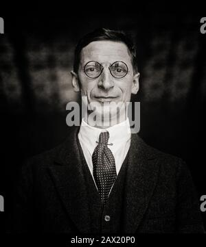 A 1922 portrait of Éamon de Valera (1882-1975), aka Dev, prominent statesman and political leader in 20th-century Ireland. Prior to his political career, he was a Commandant during the 1916 Easter Rising. He was sentenced to death but released mostly because of the public response to the British execution of Rising leaders. He returned to Ireland after being jailed in England and became one of the leading political figures of the War of Independence. After the signing of the Anglo-Irish Treaty, de Valera became political leader of Anti-Treaty Sinn Féin until 1926, when he set up Fianna Fail. - Stock Photo