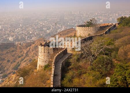 India, Rajasthan, Jaipur, Nahargarh Fort, view down from rooftop to walls and bastions - Stock Photo