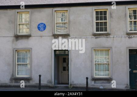 Letterkenny house lived in by James Duffy VC blue history plaque on wall from Ulster History Circle commemorating Victoria Cross award to Irishman. - Stock Photo