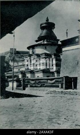 'Français: Image du monastère de Palcho à Gyantsé, extraite de L. de Milloué, Bod-Youl ou Tibet, Paris, 1906. Description: https://collections.lib.uwm.edu/digital/collection/tibet/id/144/rec/14 English: Image of Palcho Monastery in Gyantse, taken from L. de Milloué, Bod-Youl ou Tibet, Paris, 1906. Description: https://collections.lib.uwm.edu/digital/collection/tibet/id/144/rec/14; between 1900 and 1901 date QS:P,+1900-00-00T00:00:00Z/8,P1319,+1900-00-00T00:00:00Z/9,P1326,+1901-00-00T00:00:00Z/9; https://archive.org/details/revuedelhistoire12pari/page/n295; Gombojab Tsybikov (1873–1930) - Stock Photo