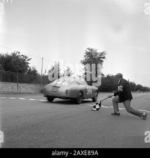 English: Entry #346 at the Trieste-Opicina race on 22 July 1962 was a Lancia Flaminia Sport Zagato driven by Piero Frescobaldi. (It looks almost like a Lancia Appia Sport Zagato...) Italiano: TRIESTE-OPICINA 1962. Dopo 5'283 di corsa alla media di 111,301 Km/h, il marchese Piero Frescobaldi su Lancia Flaminia Sport Zagato passa la checkered flag a Banne conquistando il primo posto in Classe 2500 cc Cat. Gran Turismo. Per la cronaca il decimo tempo assoluto di quella edizione della trieste-opicina targata 22 luglio 1962 lo staccò lo svizzero Werner Rufenacht su Ferrari 250 GT SWB con il tempo d - Stock Photo