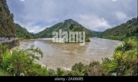 Lower Buller Gorge, Buller River meander, near Kilkenny Lookout, Hawks Crag on left, West Coast Region, South Island, New Zealand - Stock Photo