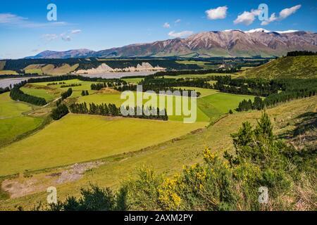 Rakaia River valley, Mount Hutt range, Southern Alps, in distance, from Rakaia Gorge Road, near Methven, Canterbury Region, South Island, New Zealand