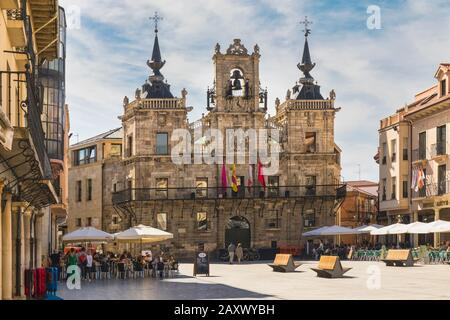 Astorga, Leon Province, Castile and Leon, Spain.  The 17th century town hall in the Plaza Mayor. The town hall square is partly built over the ancient - Stock Photo